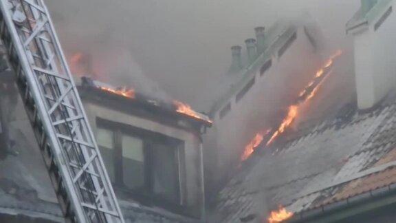 Pożar bloku w Warszawie. Ewakuowano 100 osób, jedną zatrzymano