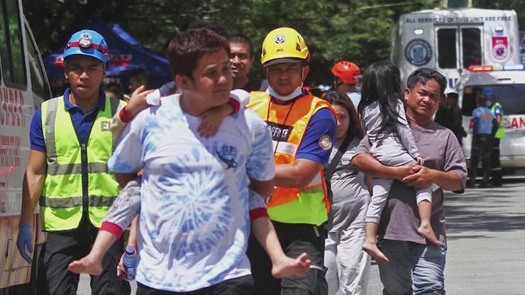 Trzęsienia ziemi na Filipinach. 21 ofiar śmiertelnych, 20 tys. bez dachu nad głową