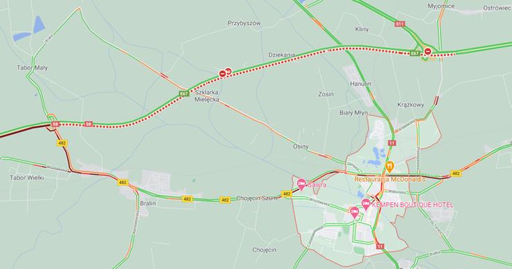 Droga S8 w stronę Warszawy jest zablokowana. Na okolicznych trasach występują spore utrudnienia