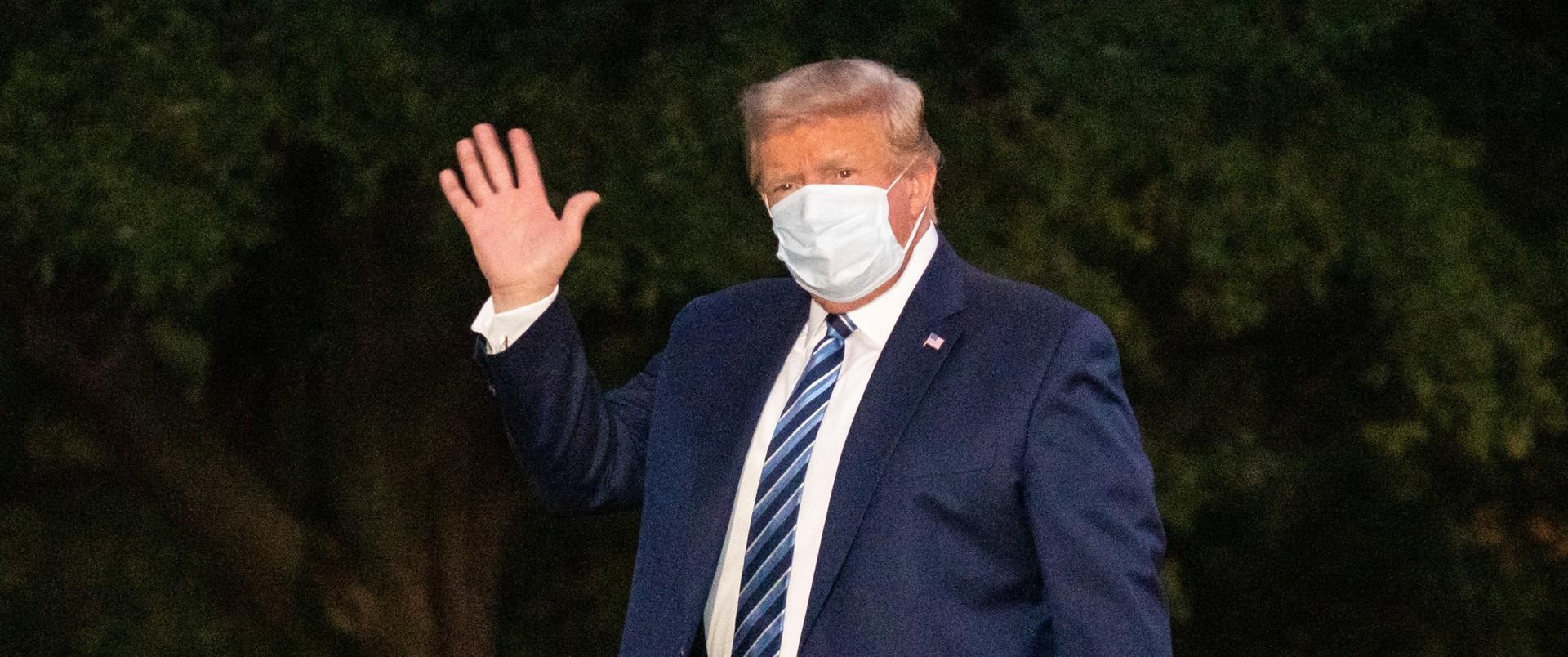 """""""Trump symuluje"""". Teorie spiskowe wokół choroby prezydenta USA"""
