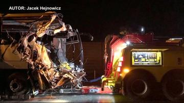 Zderzenie autokaru i trzech ciężarówek. Jedna osoba nie żyje, sześć jest rannych