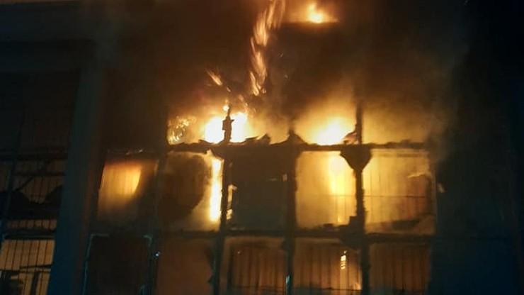 Głuszyn: pożar zakładu meblarskiego. Prawie 30 jednostek straży w akcji