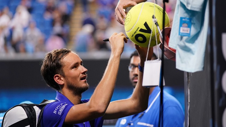Australian Open: Miedwiediewowi nie był straszny rywal, deszcz i krwawiący nos