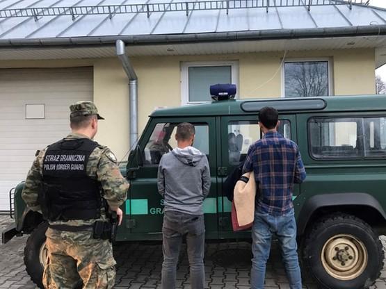 Albańczyk i Brytyjczyk mieli odebrać nielegalnego migranta