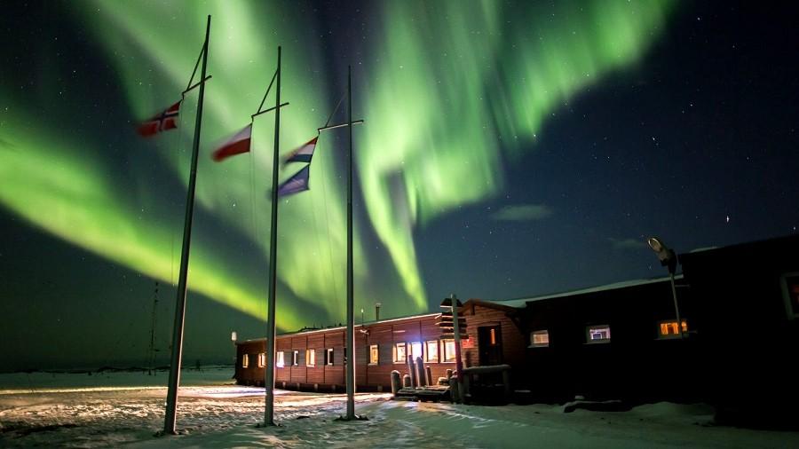 Zorza polarna nad Polską Stacją Polarną w Arktyce. Fot. Joanna Perchaluk.