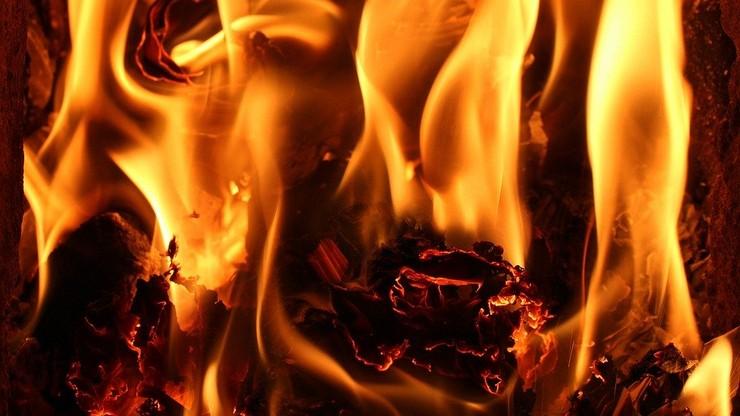 Zostawiła partnera w płonącym mieszkaniu - usłyszała zarzut zabójstwa