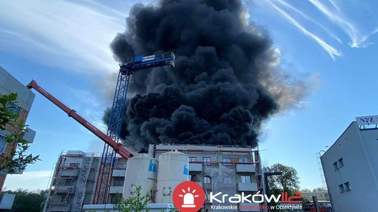 Kraków: płonął blok w budowie. Czarny dym widać było z daleka