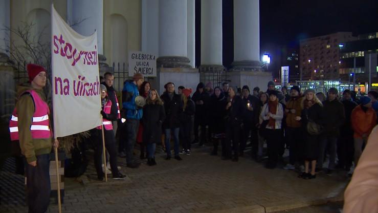 """""""Stop rzezi na ulicach"""". Protest przed warszawskim ratuszem"""