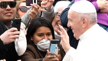 """Papież zmienia plany. """"Miał chrypę i kaszlał"""""""
