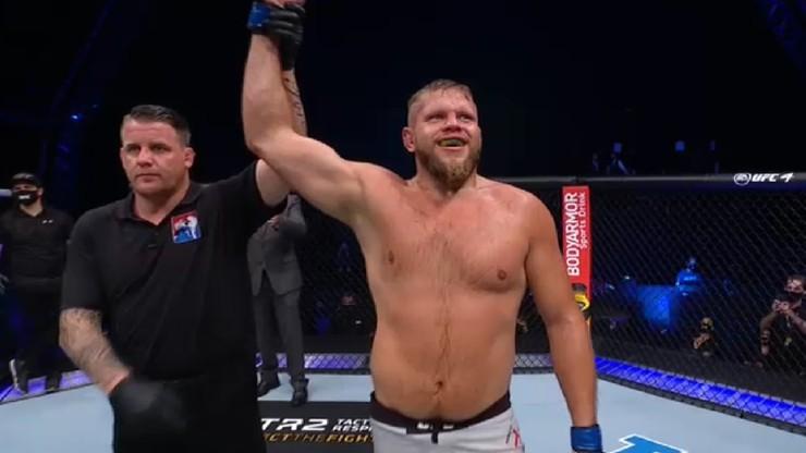 UFC Fight Night: Trzecie z rzędu zwycięstwo Marcina Tybury! Wygrał jednogłośną decyzją