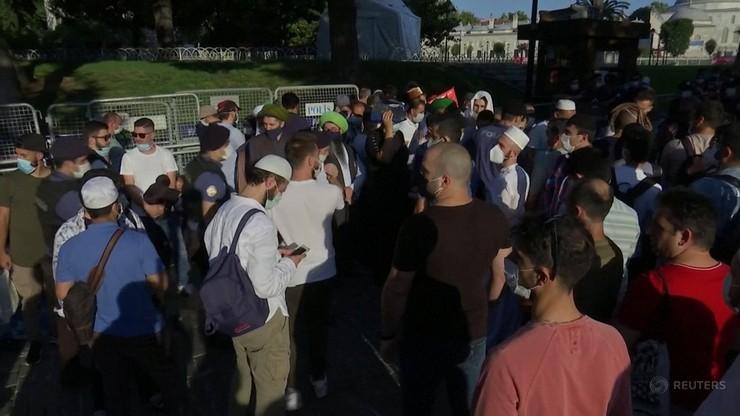Setki ludzi w Hagii Sophii. Rozpoczęły się modły