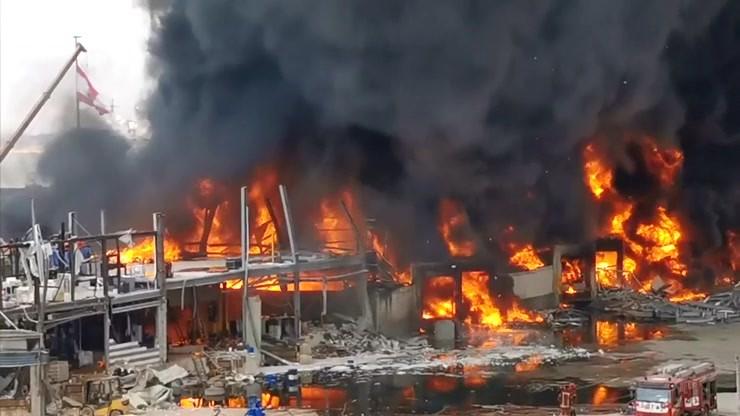 Płonie port w Bejrucie. Miesiąc temu doszło tam do wielkiej eksplozji
