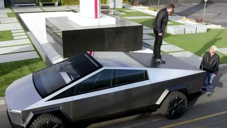 Zobacz, jak Elon Musk i Jay Leno śmigają po LA prototypem Cybertrucka [FILM]