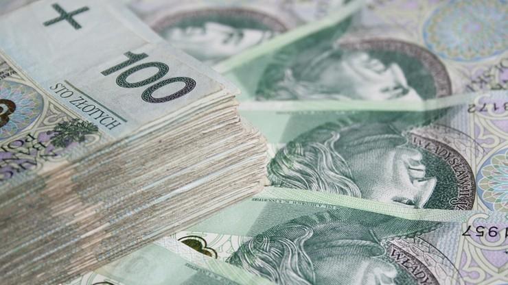 """Senat chciał zmian w wypłacaniu """"trzynastek"""". Sejmowa komisja odrzuciła poprawki"""