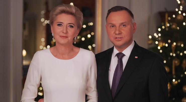 """""""Okażmy serdeczność tym, którzy jej nie doświadczają"""". Para prezydencka składa świąteczne życzenia"""