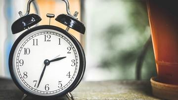 W nocy z soboty na niedzielę przesuwamy zegarki do tyłu. Zmiana czasu z letniego na zimowy