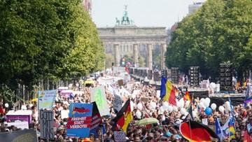 Policja przerwała wielotysięczną demonstrację przeciwko restrykcjom. Powodem niezachowanie dystansu