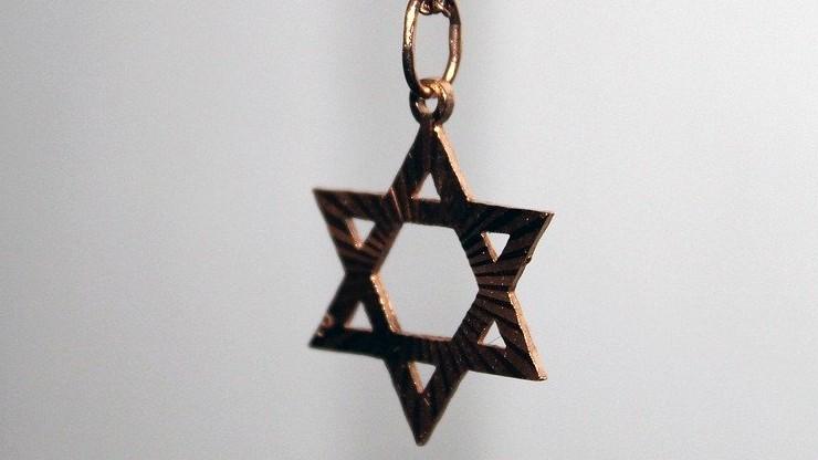 Swastyki i antysemickie napisy. Profanacja na żydowskim cmentarzu we Francji
