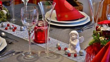Święta spędzimy w domu, choć nie tylko z rodziną. Przy wigilijnym stole zasiądą też znajomi