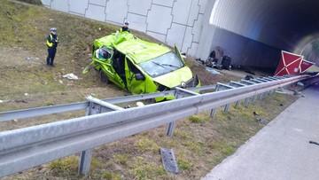 Wypadek busa na A2. Jedna osoba zginęła