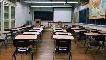 Rząd rozważa obowiązek noszenia maseczek w szkołach. Jednak semestr rozpocznie się terminowo