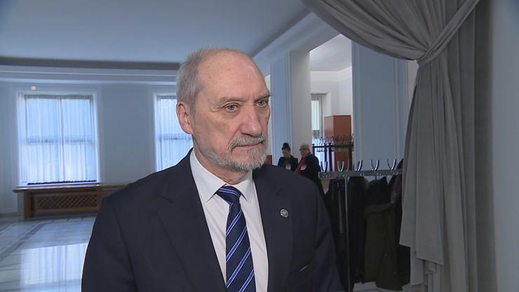 """""""Niech nie udają, że są Polakami"""". Macierewicz komentuje głosowanie w PE"""