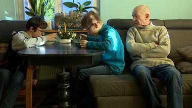 Walczy, by wnuki nie trafiły do domu dziecka