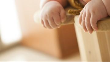 Zmarł noworodek zakażony koronawirusem w okresie prenatalnym