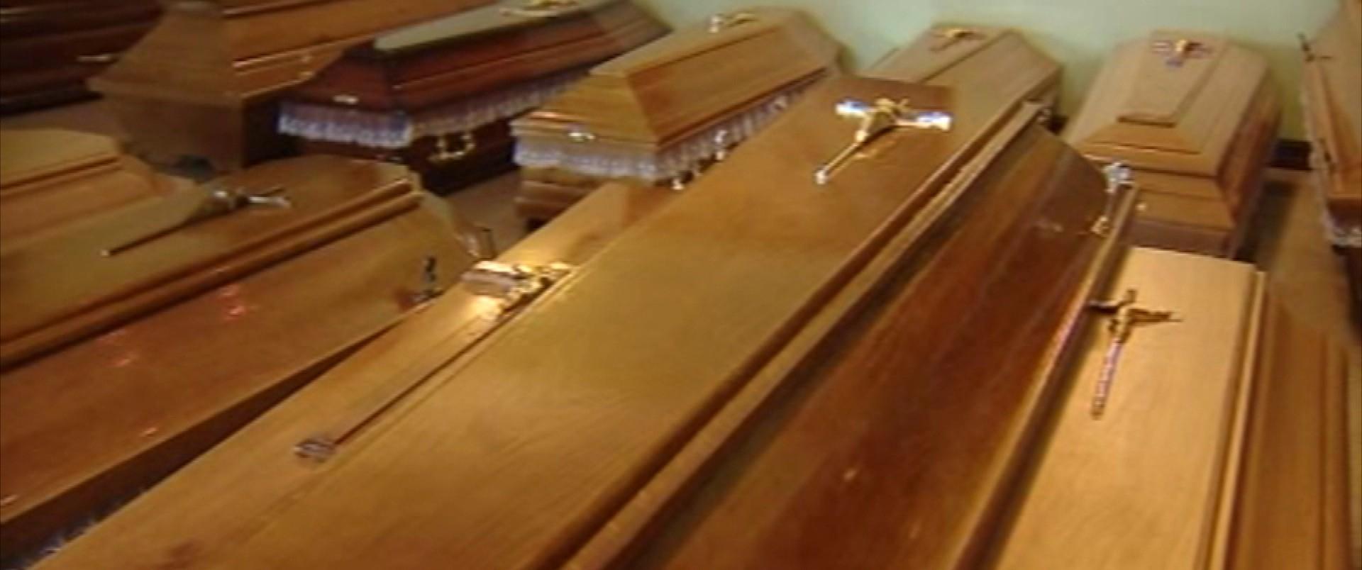 Pochówek zmarłych z koronawirusem. W ostatnią drogę ruszają bez pożegnania