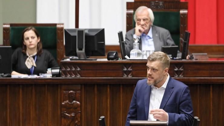 Zandberg: premier zrzucił maskę i pokazała się stara twarz, twarz premiera-bankstera