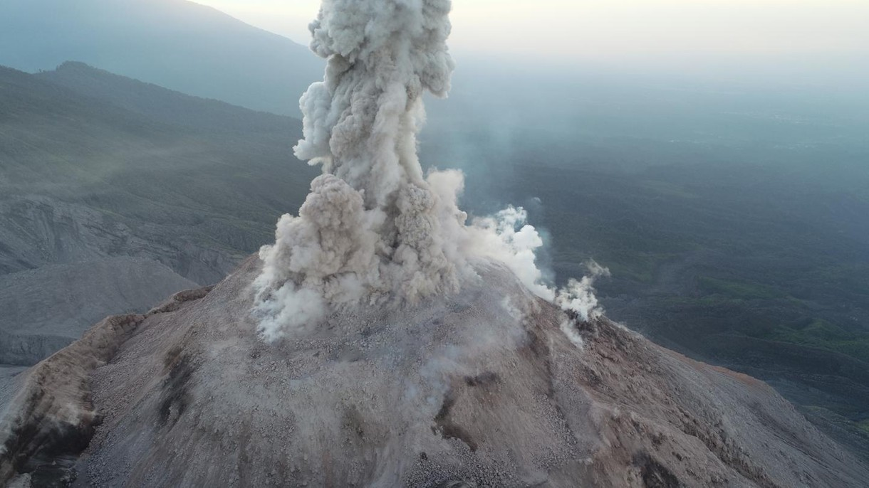 Jak bezpiecznie zbadać erupcję wulkanu? Najlepiej za pomocą dronów