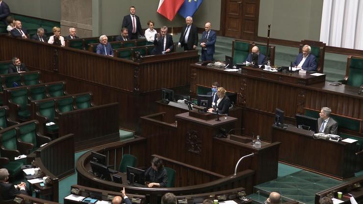 Sondaż parlamentarny. Poparcie dla PiS-u bez zmian, ale wyraźnie zyskała KO