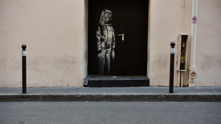 Zaginione drzwi z Bataclan z pracą Banksy'ego. Odnaleziono je na włoskiej wsi