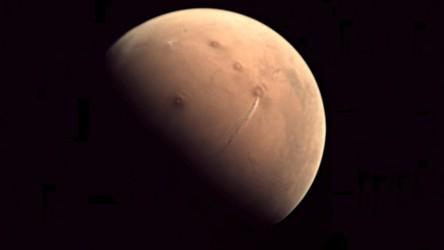 Na Marsie wybuchł wulkan? Na nowych zdjęciach planety pojawiło się coś dziwnego