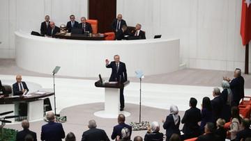 Turcja gromadzi wojska i broń przy granicy z Syrią