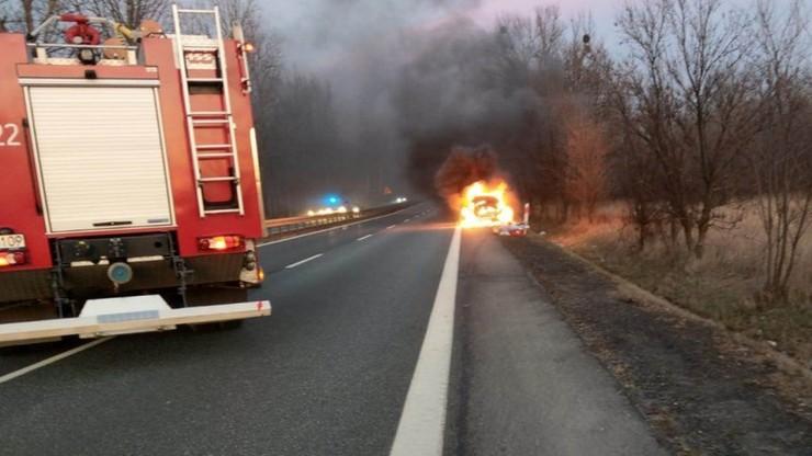 Nastąpiła eksplozja paliwa i wybuch akumulatora, po czym cały samochód stanął w ogniu