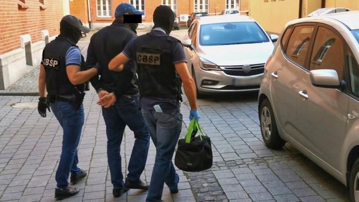 Pieniądze trzymali w pralce. Rozbito grupę podejrzaną o zbrodnię VAT-owską