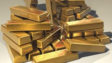Uwierzyła, że pomaga w transporcie złota. Straciła oszczędności