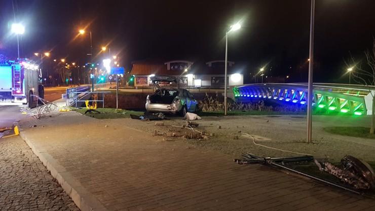 Tragiczny wypadek w Ełku. Auto 20-latki wpadło do rzeki