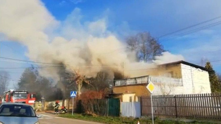 Pożar domu jednorodzinnego pod Warszawą. Dwie osoby nie żyją