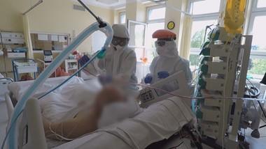 Walczą z koronawirusem, ale są hejtowani. Jak wygląda praca lekarzy