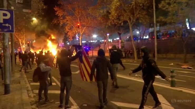 Zamieszki w trakcie meczu Barcelona-Real. W ruch poszły broń i pałki [WIDEO]