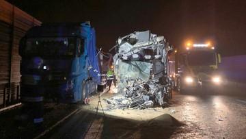 Zderzenie autokaru i trzech ciężarówek. Jedna osoba nie żyje, sześć rannych