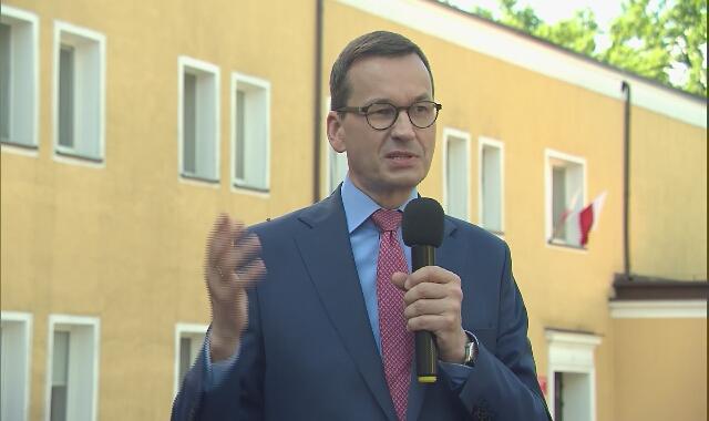"""Mateusz Morawiecki: """"Coraz mniej jest zachorowań i dlatego wszystkich zapraszam: śmiało idźcie do urn wyborczych!"""""""