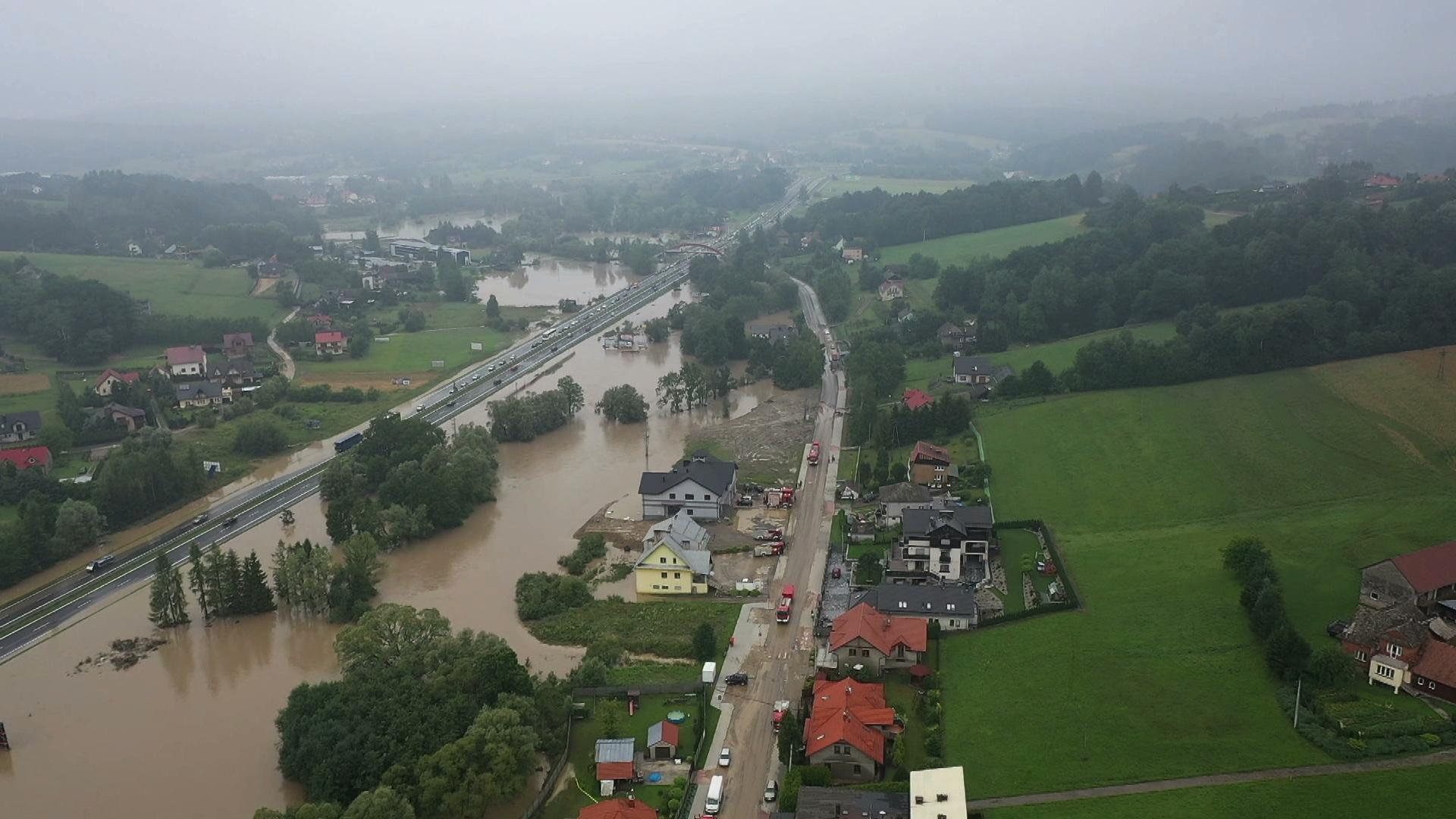 18.07.2021 | Zerwane mosty, zalana zakopianka. Podtopienia w wielu regionach Polski
