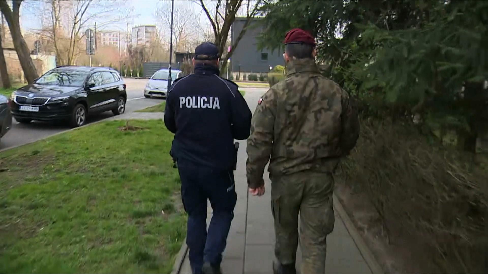 Patrole, ograniczenia i zakazy. Opozycja apeluje o ogłoszenie stanu nadzwyczajnego