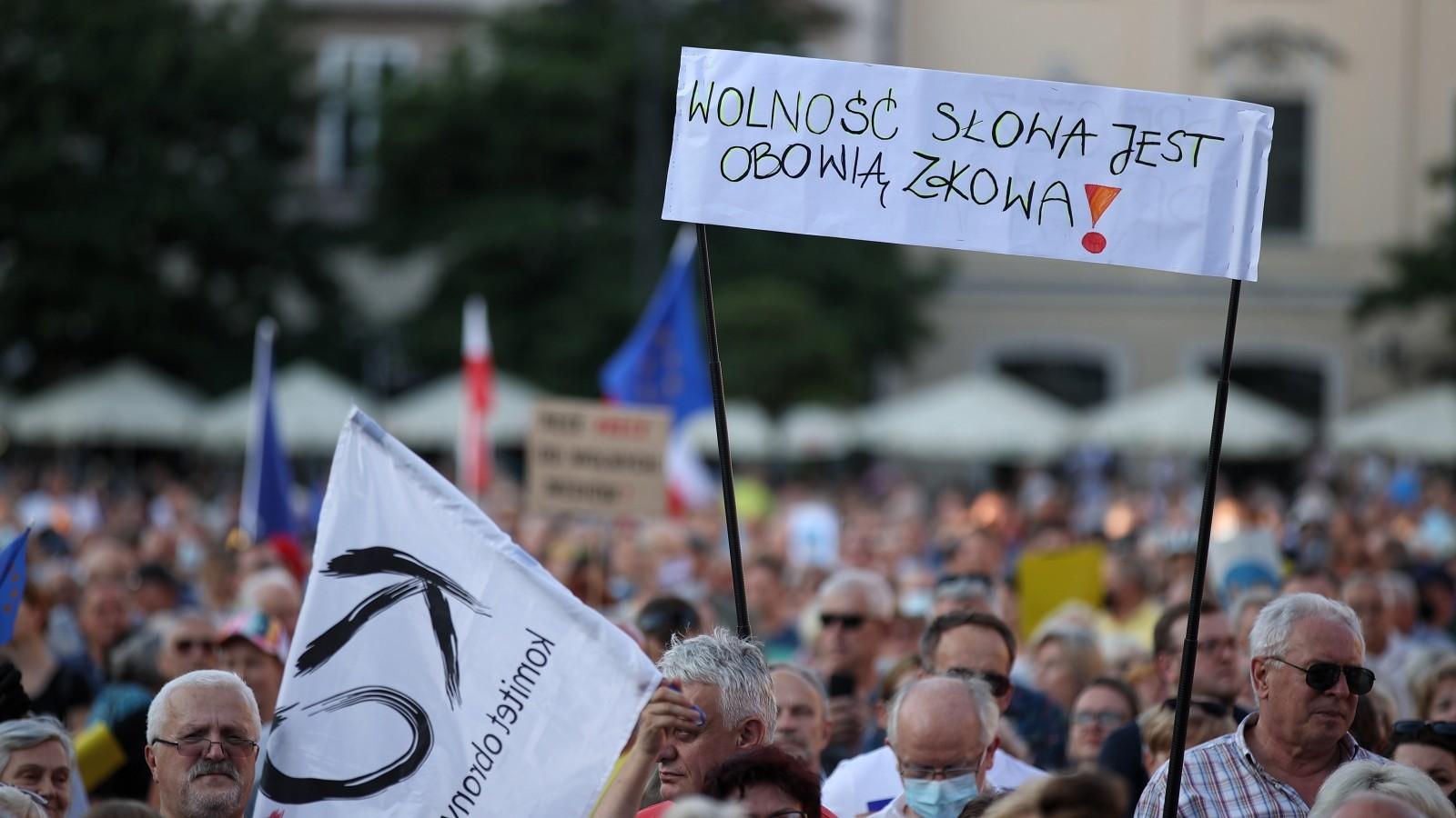 12.08.2021   Manifestacje w obronie wolnych mediów w wielu miejscach w Polsce