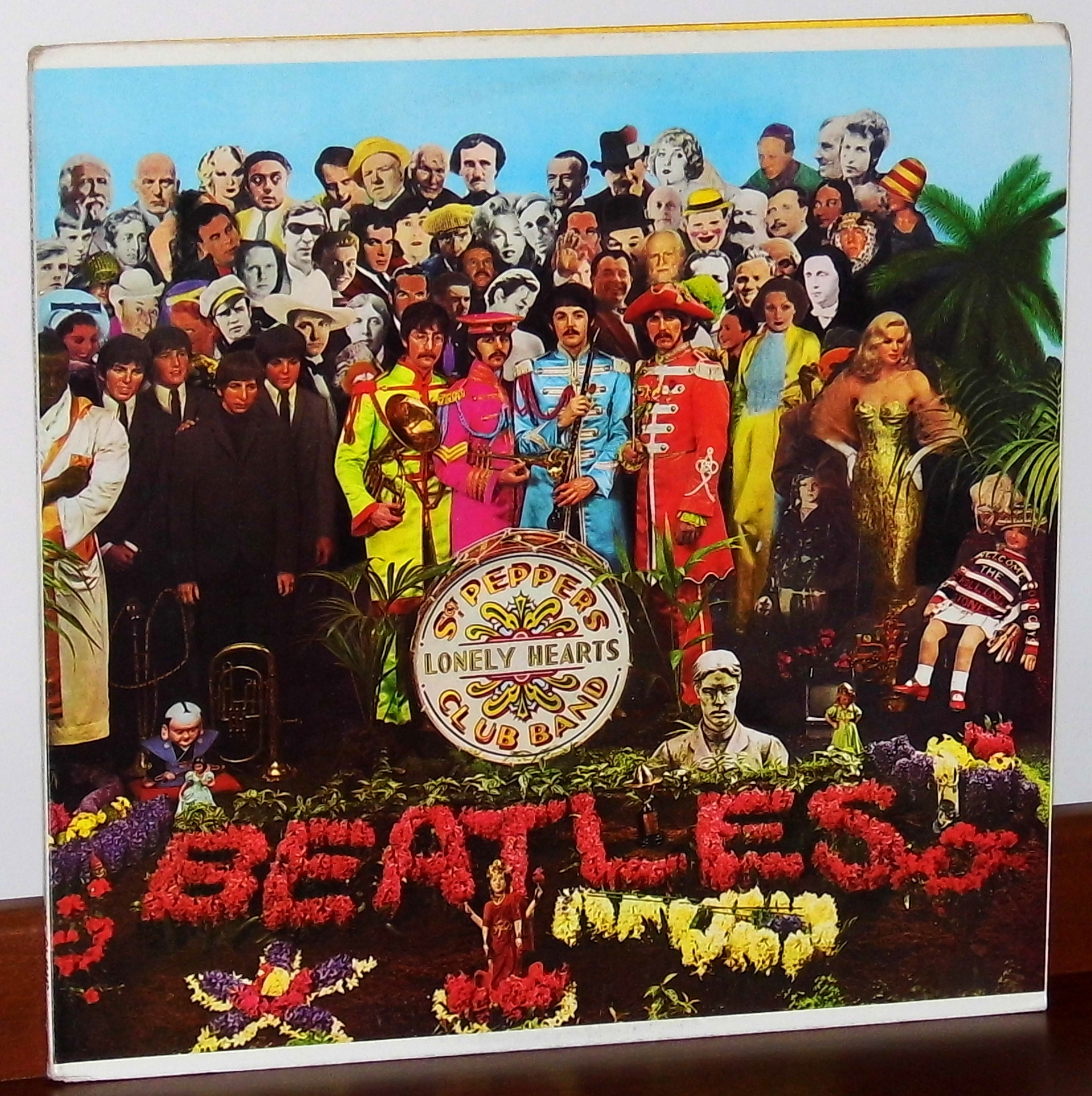 "okładka ""Sgt. Pepper's Lonely Hearts Club Band"""