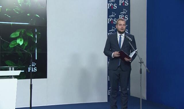 """Michał Moskal, przewodniczący młodzieżówki PiS, przedstawił założenia projektu """"piątka dla zwierząt"""""""